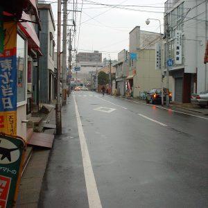 2002年12月トップ画像 01 雨上がりの本町通