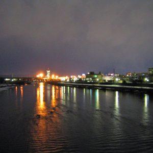 2003年02月トップ画像 03 川に映る夜灯り