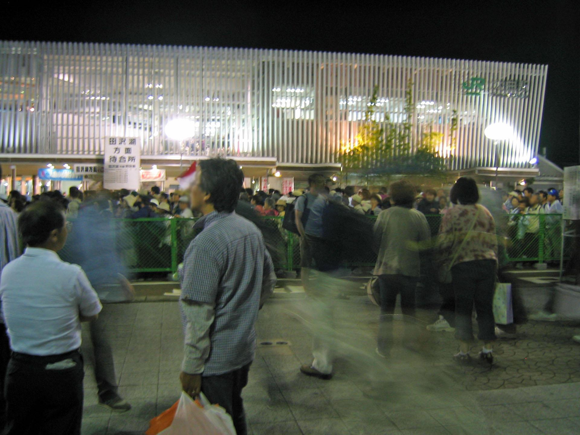 花火の後の大曲駅