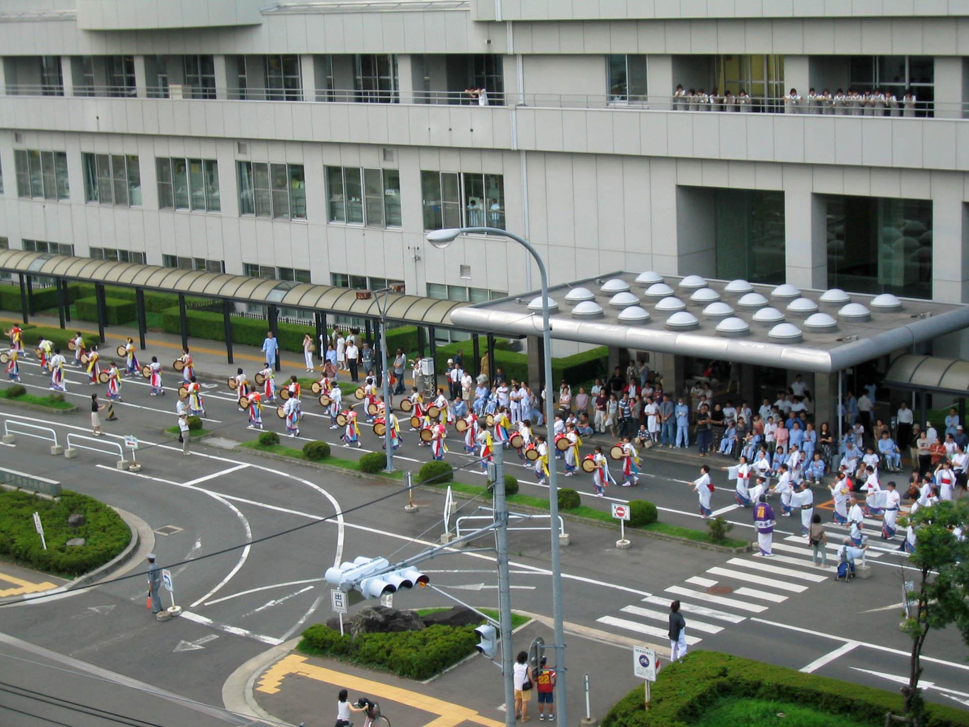 さんさ踊り会場へ出発前の中央病院チーム