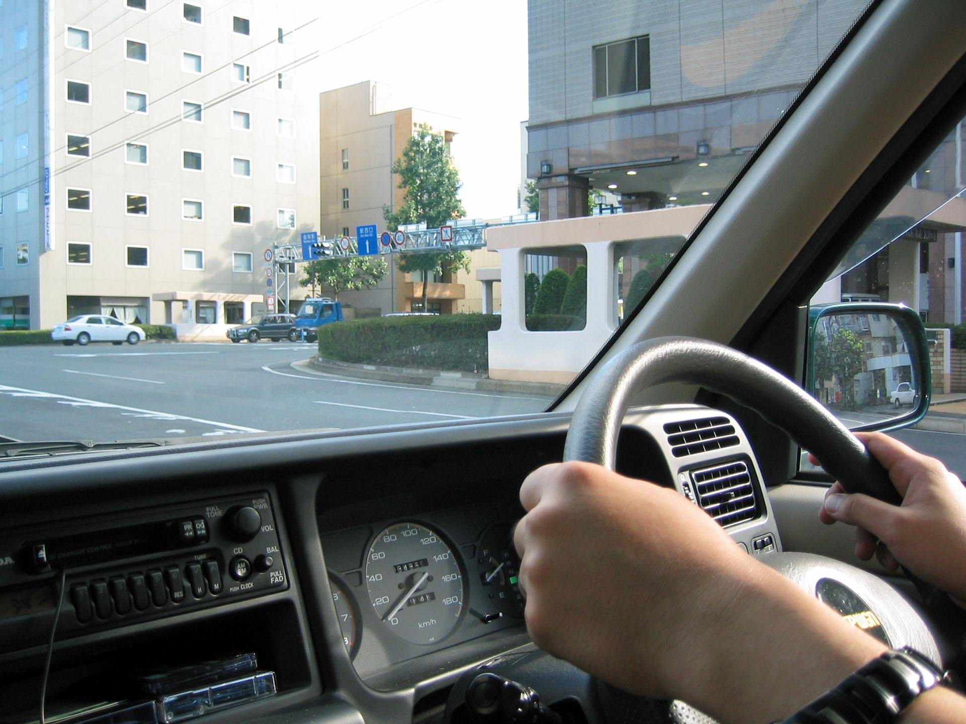運転中の友人