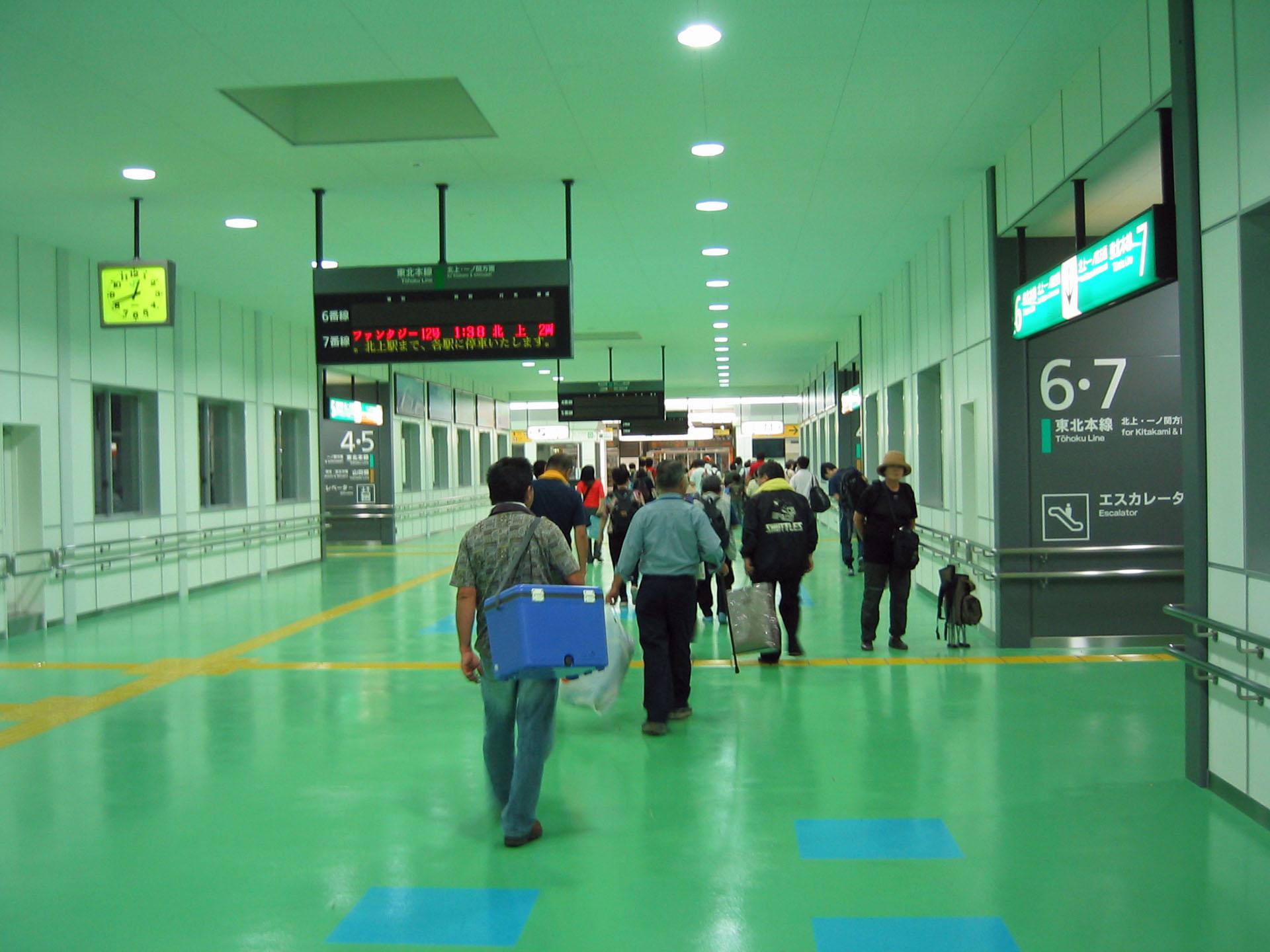 0時過ぎの盛岡駅コンコース