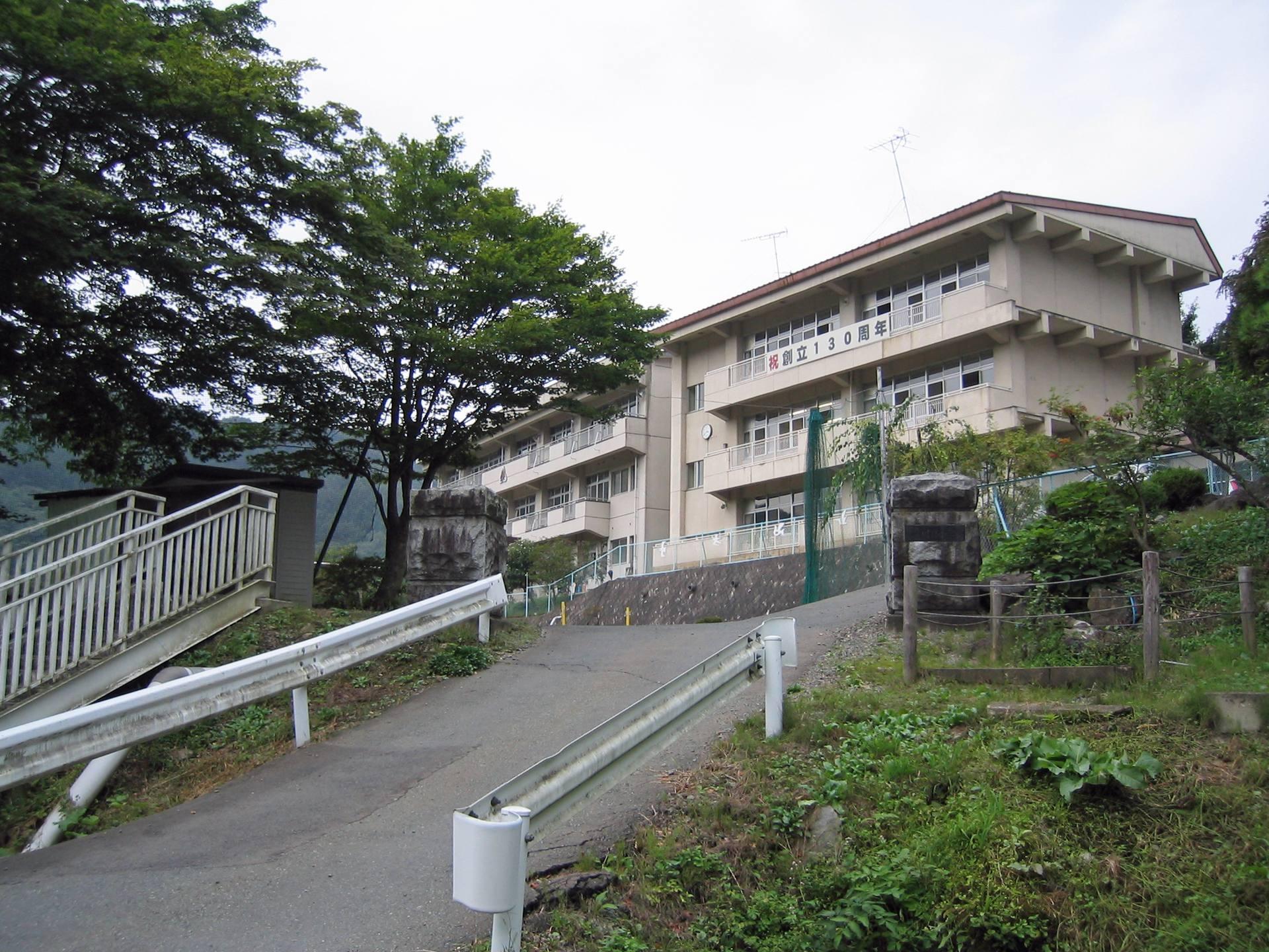 川目小学校