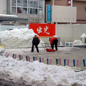 2002年01月トップ画像 04 雪。大変な大人、楽しむ子供