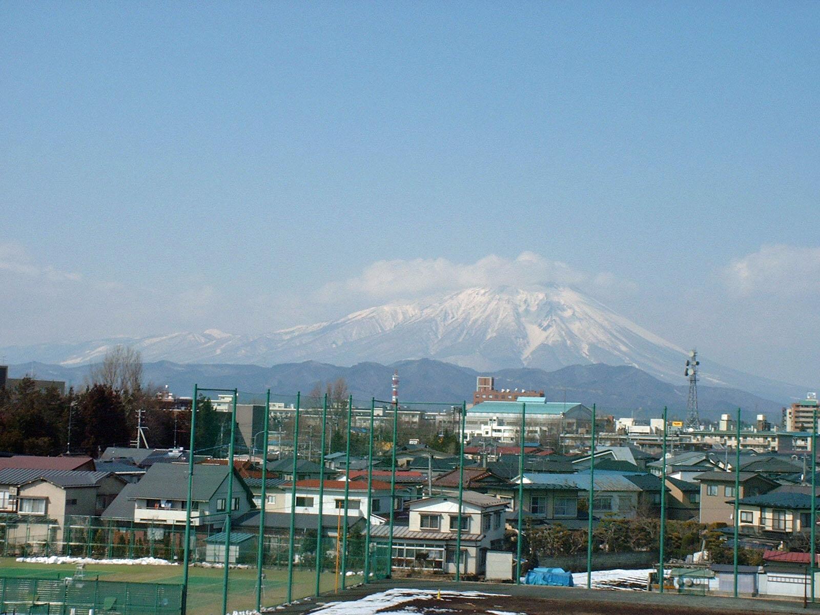 学校からの岩手山